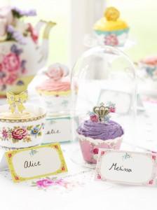 wcupcake favurs - via weddingideasmag.com