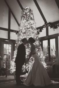bride-and-groom-with-christmas-tree