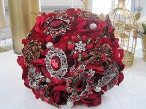 christmas-wedding-brooch-bouquet